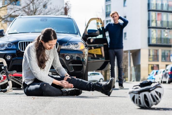 HEM Studie: Erste Hilfe am Unfallort keine Selbstverständlichkeit Hemmungen der Deutschen bei Erster Hilfe