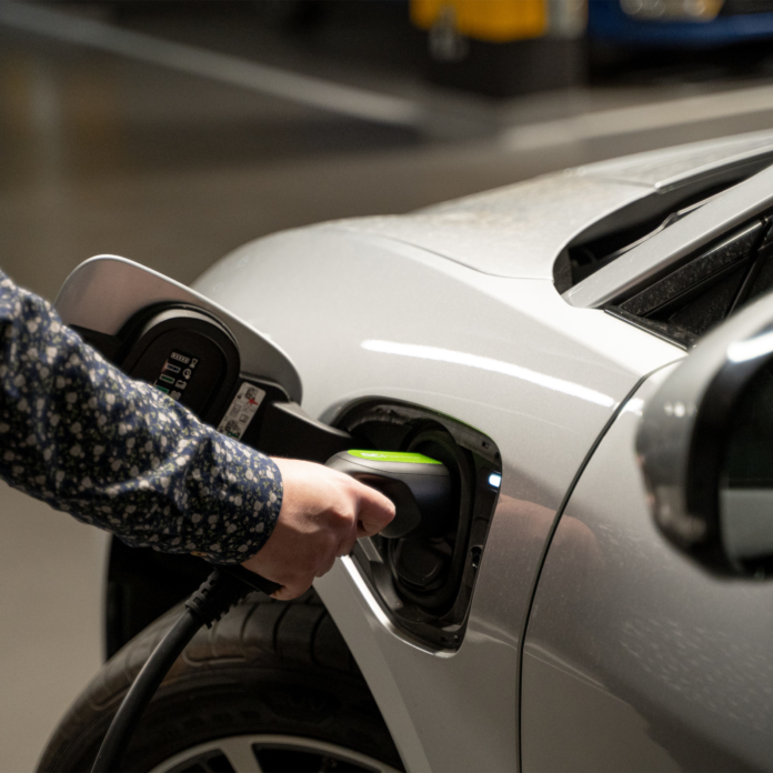 Elektrofahrzeuge schnell und komfortabel laden mit Green Cell