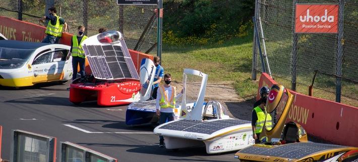 ADAC Stiftung unterstützt Entwicklung u. Einsatz eines solarbetriebenen Rennfahrzeugs Mit Solarstrom-Antrieb quer durch Australien Nachhaltige Technologien für späteren Einsatz in Serienfahrzeugen