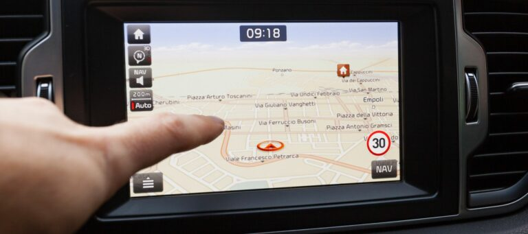 Smart GPS tracker for car: How GPS trackers work